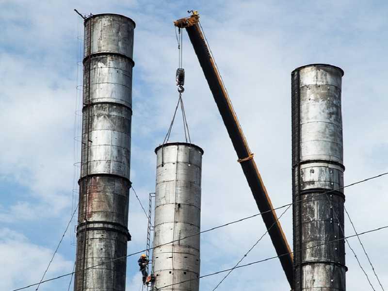 Демонтаж железной трубы